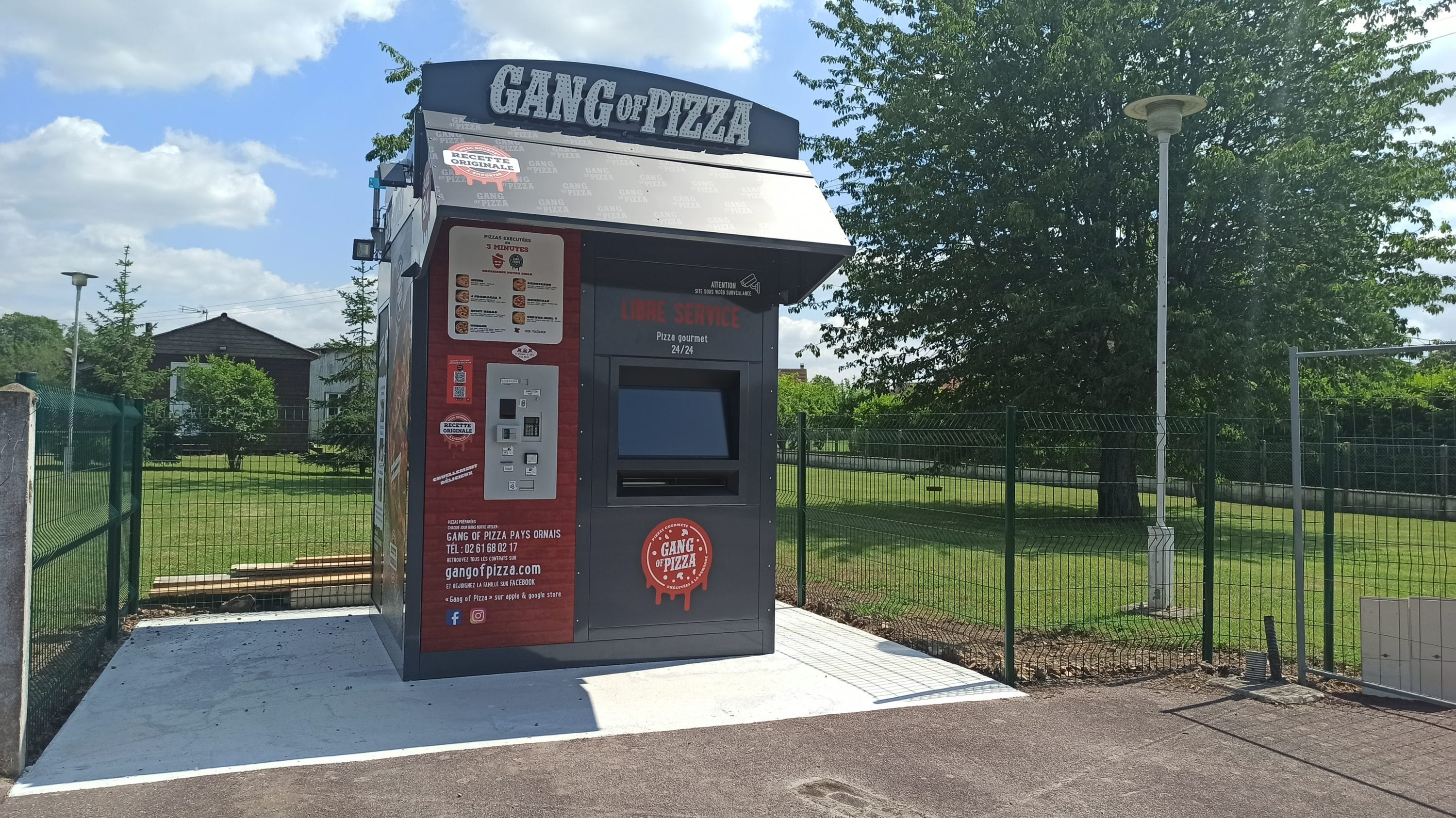 gang-of-pizza-debarque-a-bourth-distributeur-pizza-24-7-fast-food-fastfood-pizzas-rapide-gangofpizza-calvados-pays-d-auge